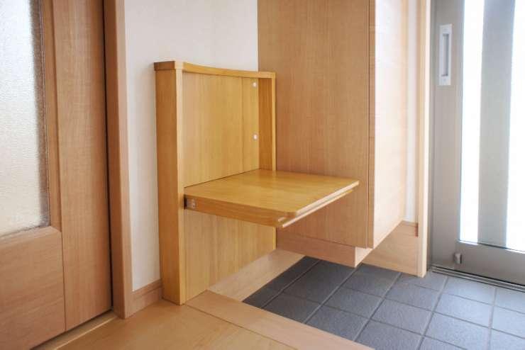 玄関(収納型のイス)